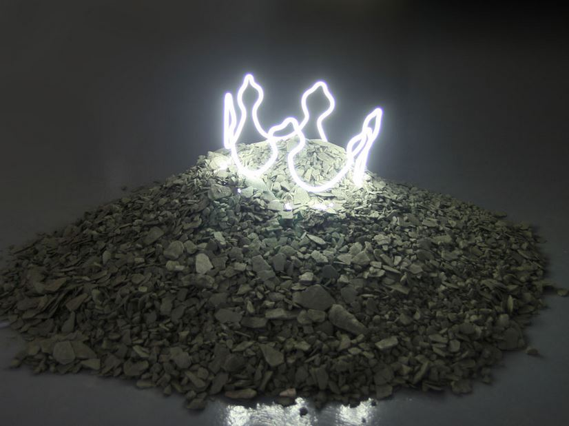 The King is Dead, Neon, high tension tube, black gravel and slate, diameter on the floor about 1m, 2012